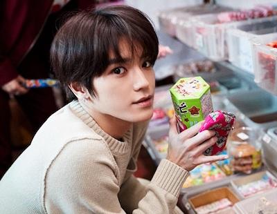 【NCT】テヨンさん、せっかく買ったお菓子をぶちまけてしまうw w w w