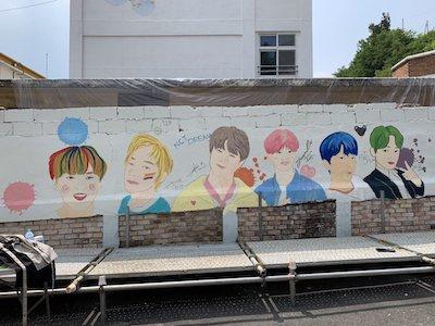 【NCT】nctdream 壁に描かれた絵に色を塗るドリムのメンバーたち♡